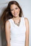 白色礼服的美丽的亚裔少妇有至善至美的皮肤的 免版税图库摄影