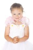 白色礼服的年轻蓝眼睛女孩握象锁的手 图库摄影
