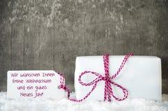 白色礼物,雪,标签, Gutes Neues意味新年快乐 免版税库存照片
