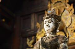 白色祈祷的菩萨雕象 免版税图库摄影