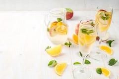 白色秋天桑格里酒 免版税库存图片