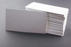 白色空白的企业参观卡片,礼物,票 免版税库存照片