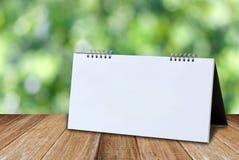 白色空白的桌面日历大模型模板 免版税库存照片