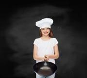 白色空白的T恤杉的微笑的小女孩 免版税库存照片