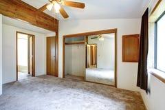 白色空的卧室 库存照片