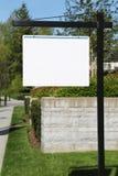 白色空的广告牌 库存图片