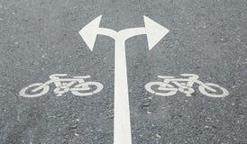 白色箭头向左转并且向右转 免版税库存图片