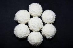 白色糖果用椰子 免版税库存照片