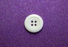 白色缝合的按钮 前面 库存照片