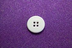 白色缝合的按钮 backarrow 免版税库存图片