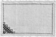 从白色老花边垫子的背景 免版税库存图片