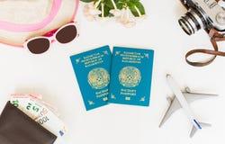 白色背景、护照哈萨克斯坦,旅行、飞机、照相机、草帽、眼镜、钱包有银行卡的和金钱,顶视图 免版税库存照片