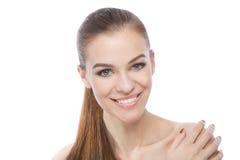 白色背景的俏丽的微笑的妇女 免版税库存图片