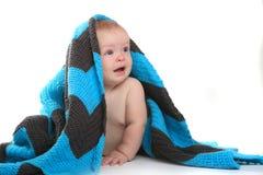 白色背景的愉快的可爱的婴孩 免版税库存图片