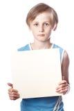 白色背景的男孩与空白的boad 免版税图库摄影