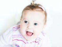 白色背景的美丽的女婴 免版税库存照片
