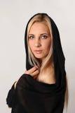 白色背景的美丽的金发碧眼的女人 免版税库存照片