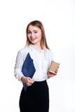 白色背景的年轻可爱的企业女孩与文件夹和咖啡 免版税图库摄影