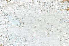 白色背景绘了板,破裂的表面 免版税图库摄影