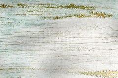 白色背景绘了板,破裂的表面 免版税库存照片