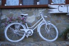 白色自行车 库存照片