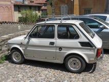 白色菲亚特126汽车在贝加莫 库存图片