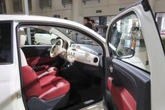 白色菲亚特500c汽车内部 库存照片