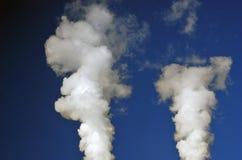 白色蒸汽 背景蓝天 库存图片