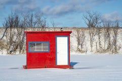 白色蓝色红色冰渔客舱 免版税库存照片