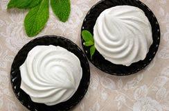 白色蛋白软糖点心用薄菏 免版税库存图片