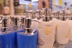 白色蜡candleDispenser瓷,白色,液体皂分配器 库存照片