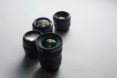 白色表面上的摄象机镜头 免版税库存照片