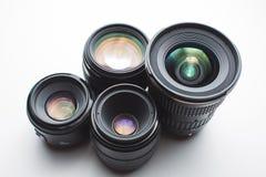白色表面上的摄象机镜头 免版税图库摄影