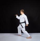 白色表面上,运动员训练两个块用他的手 免版税库存图片