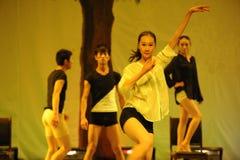 白色衬衣2011舞蹈课毕业音乐会党 图库摄影