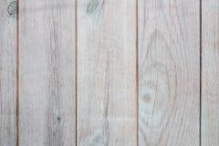 白色被绘的木老篱芭板纹理  免版税库存图片