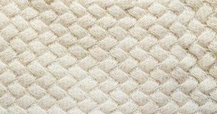 白色被编织的地毯特写镜头 白色backgrou的纺织品纹理 免版税库存照片