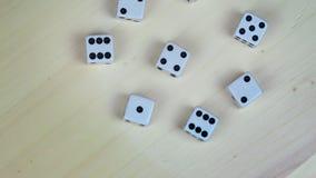 白色赌博切成小方块与黑小点 转盘 股票视频