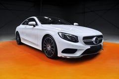 白色跑车,默西迪丝S小轿车 免版税库存图片