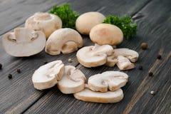 白色采蘑菇蘑菇 免版税库存照片