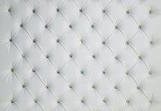 白色金刚石散布的被填塞的豪华皮革背景 库存图片