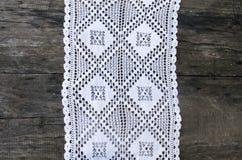 白色钩针编织桌布 库存图片