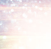 白色银和金抽象bokeh光 defocused的背景 免版税图库摄影