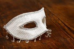 白色闪烁的狂欢节面具 库存图片