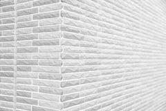 白色难看的东西砖墙角落 免版税库存图片