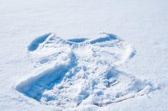 白色雪背景与天使框架的  库存图片