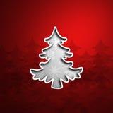 白色雪花Cristmas树有红色背景 免版税库存照片