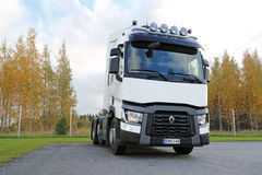 白色雷诺T480卡车拖拉机 图库摄影