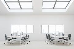 白色顶楼房屋露天场所办公室 免版税图库摄影