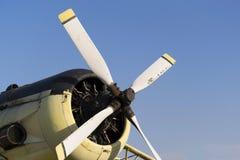 白色飞机推进器,四把刀片 免版税库存照片